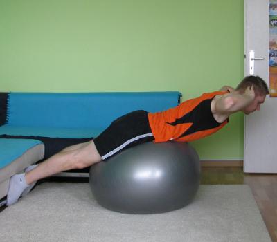r ckenstrecker mit gymnastikball anleitung ausf hrung. Black Bedroom Furniture Sets. Home Design Ideas